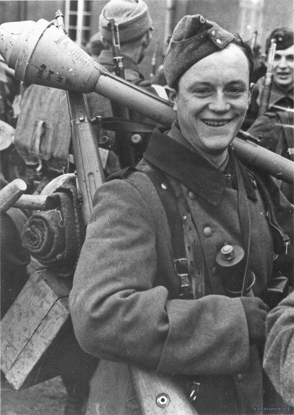немецкий солдат с панцерфаустом