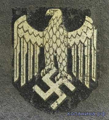 Орел со свастикой на немецкой каске