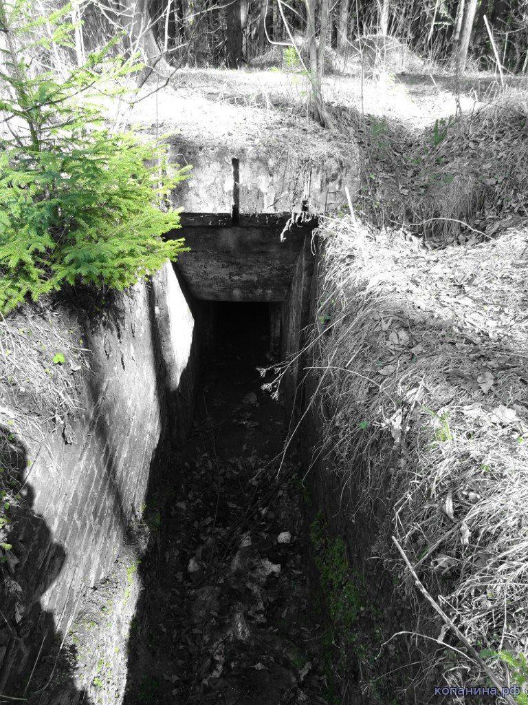 Спуск в немецкий бункер