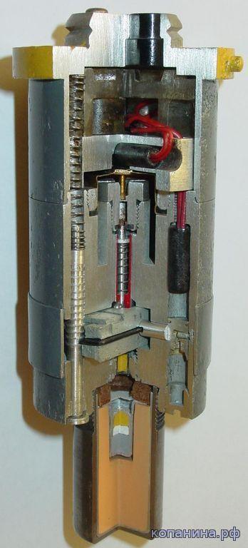 Немецкий электрический взрыватель EL AZ 57 с встроенным устройством неизвлекаемости