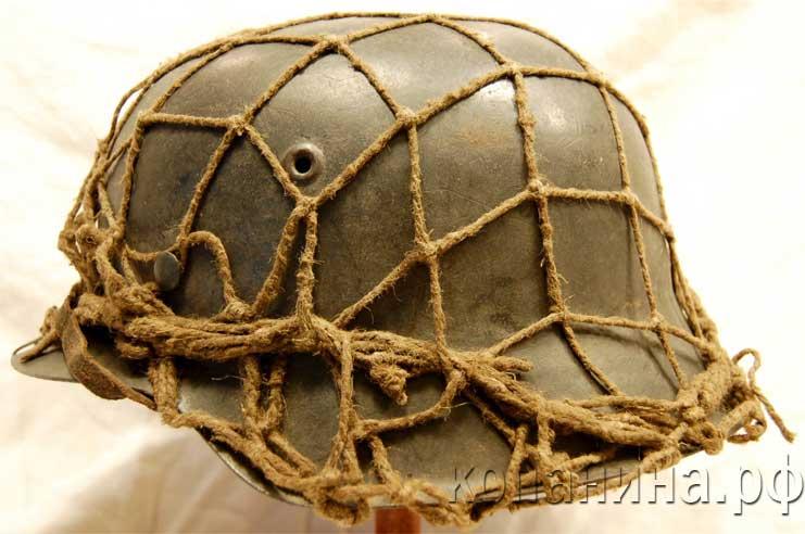 немецкая каска с сетчатым чехлом