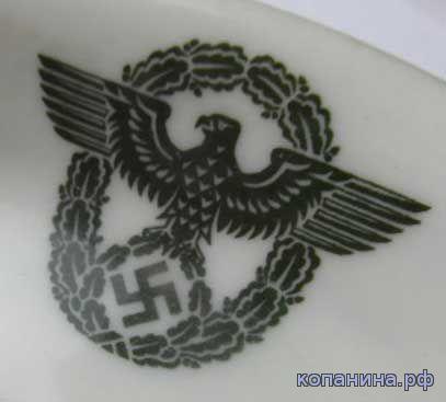 эмблема полиции третьего рейха на фарфоре