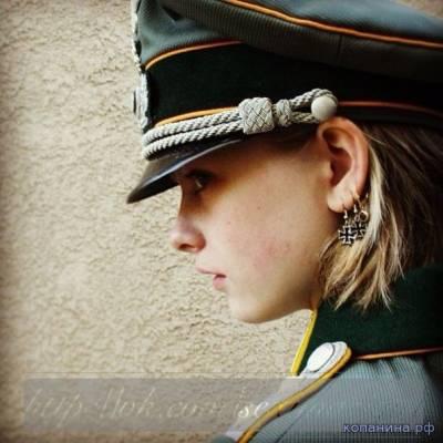 девушка в немецкой форме
